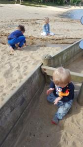 klooien met zand en water